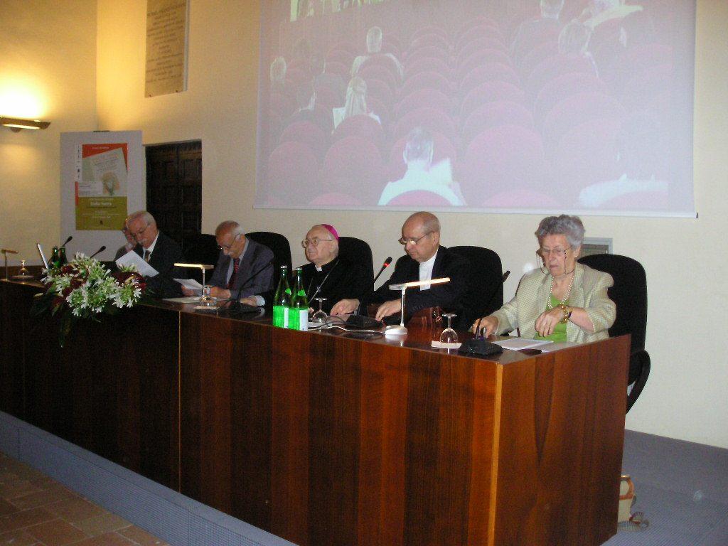 Convegno Italia Sacra - 19-21 giugno 2008 - Il tavolo della presidenza del convegno